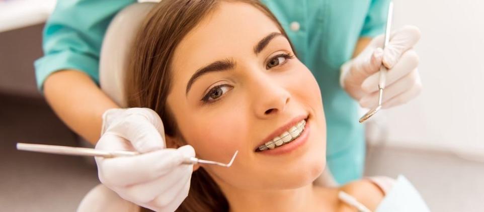 Kiedy konieczny jest stały aparat na zęby?