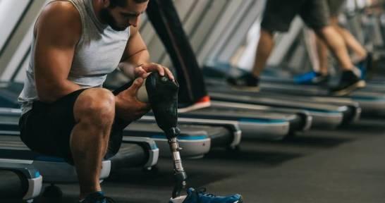 Czym różnią się aktywne protezy kończyn od protez biernych?