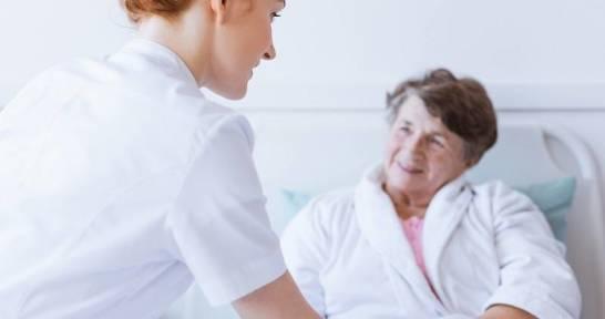 Nowoczesne łóżka rehabilitacyjne dla osób cierpiących na chorobę Alzheimera