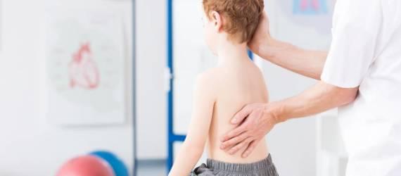 Jakie są przyczyny skoliozy u dzieci?